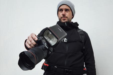Canon predstavil profesionálny blesk Speedlite EL-1 a vreckový fotoaparát PowerShot ZOOM