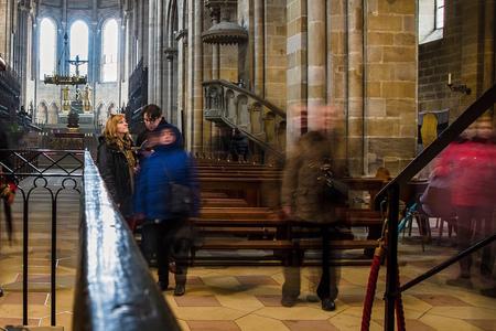 Kritické okienko - v kostole a kaviarni