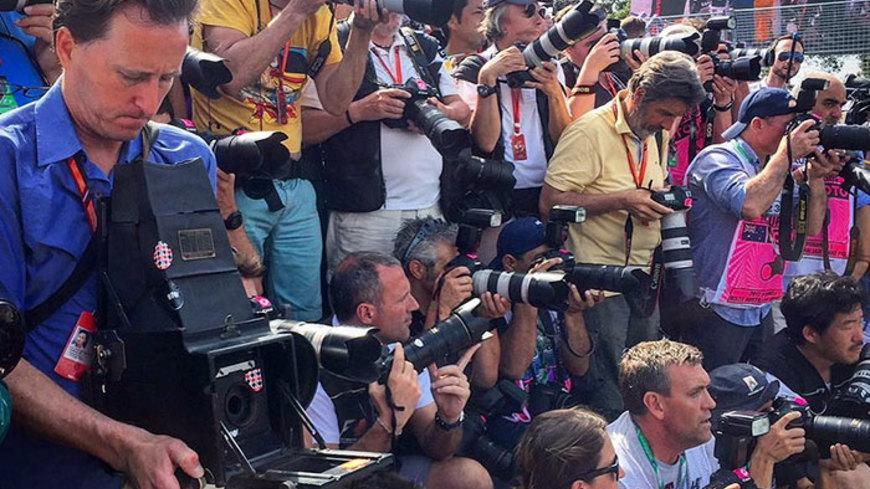 Formula 1 fotografovaná so 104 ročným fotoaparátom