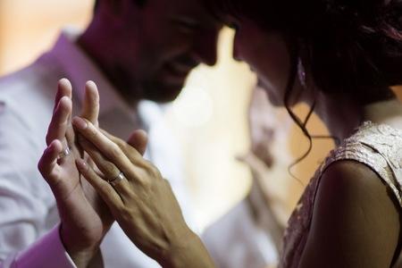 Svadba nie je o zamilovaných portrétoch, je to náročná reportážna práca, hovorí známy svadobný fotograf