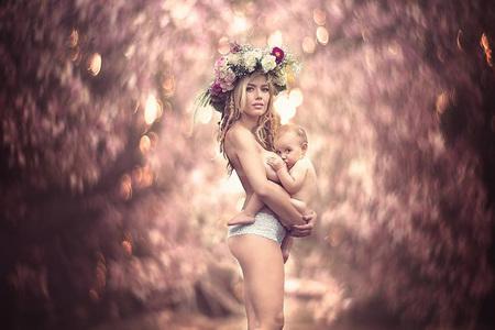 Štylizované fotografie dojčiacich mamičiek