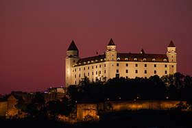 Bratislavský hrad zo všetkých strán