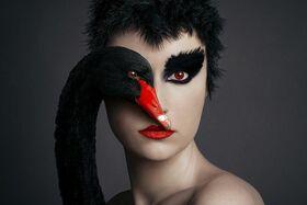 """Fotograf fotografuje svoje portréty očami zvierat vo svojej sérii """"Animeyed"""""""