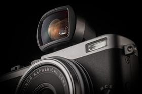 Fujifilm FinePix X70 - ďalší gentleman