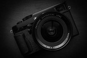 Fujifilm X-Pro2 čiernobielo i farebne