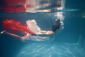 Fotografovanie pod vodou: ako upraviť fotky vytvorené pod vodou, aby prekukli.