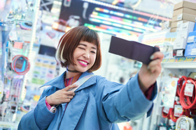 Sony rozširuje rad riešení pre vlogovanie a predstavuje novú vlogovaciu kameru ZV-1 a FDR-AX43 Compact 4K Handycam®