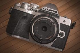 Olympus Body Cap Lens BCL-1580 a BCL-0980 Fisheye