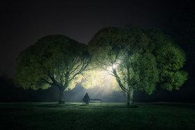 Nočná obloha a krajina objektívom Mikka Lagerstedta