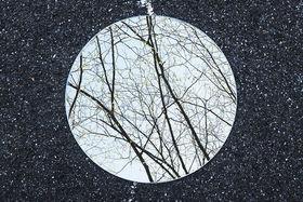 """""""Reflections"""" - symetria a ticho v okrúhlom zrkadle"""