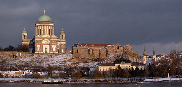 Pohľad na ostrihomskú baziliku zo slovenského štúrova